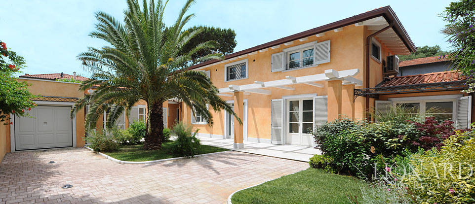 Luxurious villa Near the Sea in Forte dei Marmi